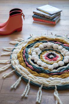 Comment faire un tapis avec des chutes de laine et tissus ?