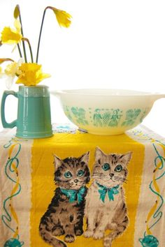 pyrex ~ such a happy color combo and love the kitten vintage table cloth #vintage #pyrex