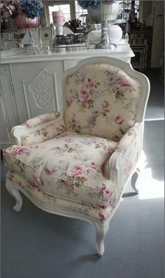 The Facts On Shabby Chic Decor Inspiration Plans - Kelly Knows Shabby Chic Beach, Vintage Shabby Chic, Shabby Chic Decor, Shabby Chic Living Room, Shabby Chic Homes, Shabby Chic Furniture, Interiores Shabby Chic, Muebles Shabby Chic, Elegant Home Decor