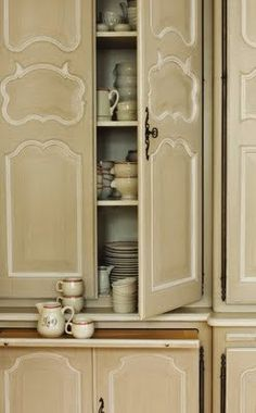 Beautiful color scheme for the cabinetry