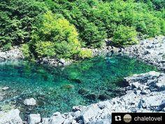 I laghi #effimeri sono un #luogo #incantato... A pochi passi da #chaletovel per pochi giorni all'anno si può ammirare questo #spettacolo di #colori! #trentino #lagoditovel #valdinon #nature #landscape #mountain #dolomiti @valdinon_da_vivere @visittrentino @tiamotrentino  #Repost @chaletovel