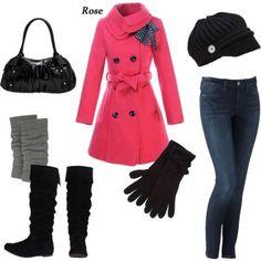 Cappottino rosa e guanti neri, l'outfit all'insegna del bon ton