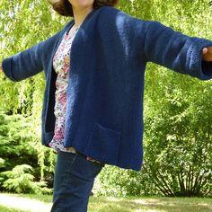 Comme promis, voici le modèle de ma veste Kimono terminée cet été. C'est un modèle très simple car il ne nécessite pas de technique particulière et aucune diminution ou augmentation. Avec de …