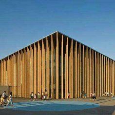 Pavilhão da Espanha na Expo Zaragoza 2008, em Zaragoza, Espanha. Projeto do.arquiteto Francisco Mangado. #arts #architecture #arquitetura #arte #decor #decoração #design #interiores #interior #projetocompartilhar #shareproject #wood #madeiraeconforto #confort