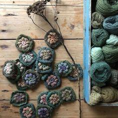 Crochet Throws, Crochet Granny, Knit Crochet, Colour Palettes, Knit Patterns, Flower Power, Scarf Wrap, Lana, Crochet Necklace