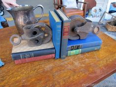 Industrial Decor Ideas From The Nashville Flea Market Petticoat JUnktion shopping trip Decorating With Junk, Flea Market Decorating, Interior Decorating Styles, Decorating Small Spaces, Interior Design, Nashville Flea Market, Thrift Store Furniture, Old Drawers, Vintage Industrial Decor