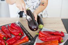 Milujete papriky a lilky? Připravte z nich ajvar - Proženy Meat, Kitchen, Food, Red Peppers, Cooking, Kitchens, Essen, Meals, Cuisine