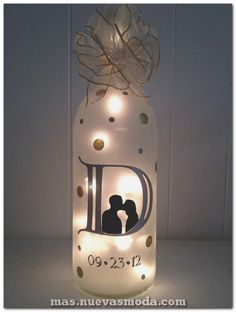 Wedding Gift Ideas Anniversary Wine Bottle Gift Ideas - Your stockpile of empty wine bottles is steadily growing? Then now is a good time as any to transform them into something pretty with these wine bottle crafts with lights. Wine Bottle Gift, Glass Bottle Crafts, Diy Bottle, Bottle Art, Crafts With Wine Bottles, Decorating Wine Bottles, Wine Bottle Decorations, Beer Bottle, Bottle Opener