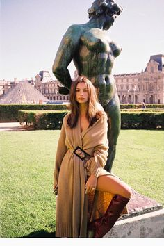Emily Ratajkowski in tan sweater dress and tall tan boots in Paris Fall Fashion Outfits, Boho Fashion, Paris Outfits, Ladies Fashion, Winter Outfits, Emrata Instagram, Selfies, Emily Ratajkowski Style, Emily Ratajkowski Modeling