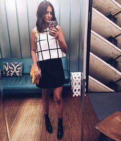 Look do dia P&B diretamente da sala de espera da @aliceferrazpr !!! Apaixonada por essa parede de espelhos!!! Quero na minha casa já!!  #FhitsTeam