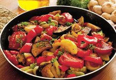 The most known dish from French cuisine: a delicious ratatouille, which became very popular all over the world. Chicken Cacciatore, Vegetable Ratatouille, Vegetable Stew, Clean Eating, Healthy Eating, Healthy Shopping, Cooking Recipes, Sauteed Vegetables, Gastronomia