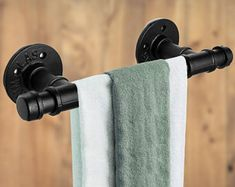 Bathroom Towel Hooks, Bathroom Sets, Do It Yourself Organization, Iron Pipe, Industrial Pipe, Door Pulls, Towel Holder, Diy Storage, Hand Towels