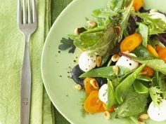Bunter Blattsalat mit Mozzarella ist ein Rezept mit frischen Zutaten aus der Kategorie Gemüsesalat. Probieren Sie dieses und weitere Rezepte von EAT SMARTER!