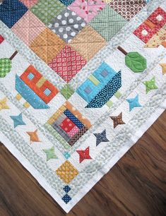 Love the borders here. It's just proof that a quilt isn't just about the center. These borders take a simple patchwork from pretty to pretty fabulous! Patch Quilt, Colchas Quilt, Scrappy Quilts, Applique Quilts, Quilt Blocks, House Quilt Patterns, House Quilt Block, House Quilts, Girls Quilts