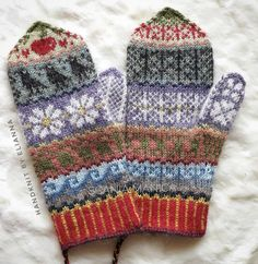 Handknitted mittens in alpacayarn. Made by Elianna Mittens Pattern, Knit Mittens, Knitted Gloves, Knitting Socks, Baby Knitting, Wrist Warmers, Hand Warmers, Fair Isle Knitting Patterns, Crochet Yarn