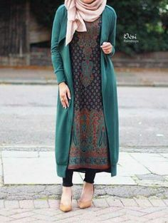 Fashion Arabic Style Illustration Description Hijab Fashion beautiful cool and fashion image Plus . Hijab Fashion 2016, Street Hijab Fashion, Abaya Fashion, Modest Fashion, Girl Fashion, Fashion Outfits, Fasion, Modest Dresses, Modest Outfits