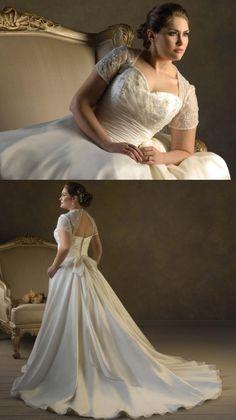 Vestido de novia para gorditas clasico y tradicional en organza y linea A escote corazon y cola catedral