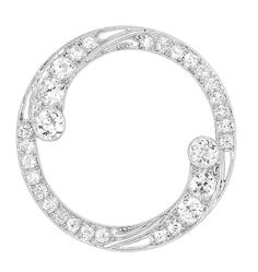 Edwardian Diamond Circle Brooch   Platinum, 30 diamonds ap. 2.00 cts., c. 1915, ap. 5 dwt.
