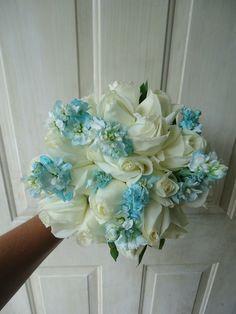 CBR292 Weddings Riviera Maya blue and white bouquet / ramo de de flores blancos y azul