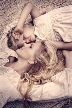 Alistar Jones posted Mother Daughter Photo Ideas to his -great photos- postboard via the Juxtapost bookmarklet. Children Photography, Photography Poses, Family Photography, Mother Daughter Pictures, To My Daughter, Mother Daughters, Foto Fantasy, Mommy And Me Photo Shoot, Mother Daughter Photography