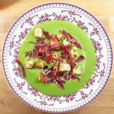Ca y est la saison des soupes est ouverte (et des photos des plats à la lumière du soir … vivement le printemps !). ! Pour la première de la saison, je vous propose une recette vraiment très …