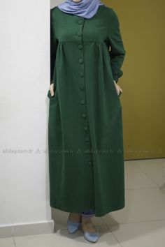 ELBİSE Hijab Style Dress, Casual Hijab Outfit, Abaya Fashion, Fashion Dresses, Modele Hijab, Mode Abaya, Muslim Women Fashion, Hijab Fashionista, Abaya Designs