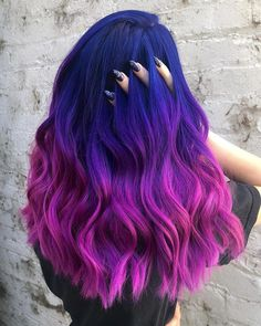 The ombre hair trend has been seducing for some seasons now. More discreet than tie and dye, less classic than sweeping, this new technique of hair. Cute Hair Colors, Pretty Hair Color, Beautiful Hair Color, Hair Color Purple, Hair Dye Colors, Green Hair, Pink Hair, Purple Ombre, Pastel Hair