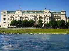 http://www.sacher.com  Das Luxushotel in Salzburg mit Restaurants, Cafe und Shop.