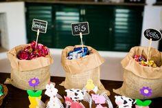 Sacolinhas com bombons na mesa de doce  Vestida de Mãe | Fernanda Floret | Blog sobre Bebês e Mamães