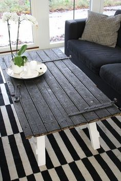 use an old door to make a coffee table