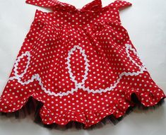 DIY - tutorial for this cute red dot Retro Ric Rac Apron