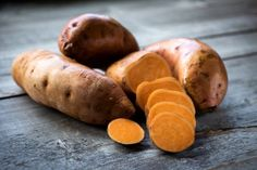 Sweet potatoes are a favorite food. But are sweet potatoes good for you? And should you be eating them year-round? Here's what you need to know about sweet potato nutrition, sweet potato health benefits, and more. Raw Sweet Potato, Sweet Potato Recipes, Foods For Healthy Skin, Healthy Recipes, Eating Healthy, Pie Recipes, Sweet Potato Health Benefits, Best Muscle Building Foods, Muscle Building Meal Plan
