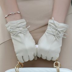 Leather gloves women's sheepskin winter thermal sheepskin genuine leather gloves bow w-16 Leather Accessories, Fashion Accessories, Elegant Gloves, Vintage Gloves, Langer Mantel, Leather Gloves, Mitten Gloves, Hand Warmers, Girly Things