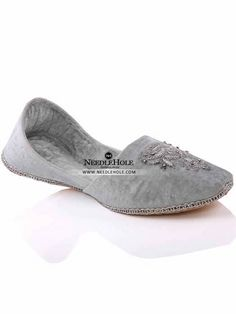 Embroidered velvet khussa shoes in white color in Oman. Browse Pakistani jutti khussa & mojari shoes & footwears at best price and worldwide delivery