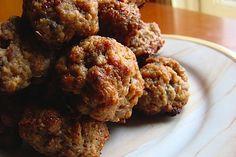 Italian Meatballs recipe - too many food stuffs making me hungry Crock Pot Recipes, Pork Recipes, Cooking Recipes, Hamburger Recipes, Meatball Recipes, Italian Meatballs, Sausage Meatballs, Bite Size Food, Vegan Foods