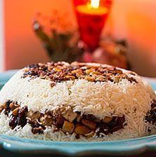 Ένα συναρπαστικό πιλάφι με καραμελωμένους ξηρούς καρπούς , λίγο κοτοπουλάκι και ζεστά μπαχαρικά που θα γίνει αδιαφιλονίκητος πρωταγωνιστής του εορταστικού τραπεζιού! Finger Food Appetizers, Appetizer Recipes, Snack Recipes, Dessert Recipes, Desserts, Rice Recipes, Recipies, Turkish Recipes, Greek Recipes
