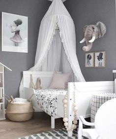 Gorgeous grey room. Kids room decor | www.ivycabin.com