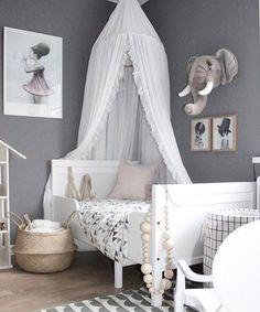 Gorgeous grey room. Kids room decor | www.ivycabin.com