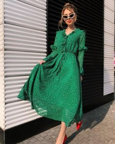 34 Wonderful Spring Dresses For This Year Make You Look Beautiful - In many parts of the world, the beginning of spring means that it is time to start wearing lighter clothing. It is the part of the year that many wome. Modest Fashion, Hijab Fashion, Fashion Dresses, Fashion 2020, Look Fashion, Womens Fashion, Fashion Styles, Fashion Trends, Beautiful Dresses