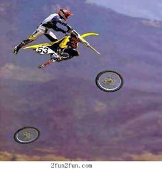 Motocross Fail by symanovitch - A Member of the Internet's Largest Humor Community Funny Sports Pictures, Epic Fail Pictures, Sports Photos, Sports Images, Funniest Pictures, Crazy Pictures, Funny Photos, Moto Bandit, Foto Fun