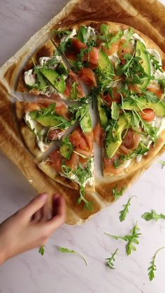 Pizza saumon avocat – Healthy Recipes For Better One Life Healthy Breakfast Recipes, Healthy Snacks, Vegetarian Recipes, Cooking Recipes, Healthy Recipes, Healthy Junk Food, Tasty Videos, Food Videos, Food Platters