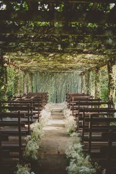Ugghhhh!!! what a dreamy spot, to walk down the isle!! Fresh air and lots of greenery. The arches and wooden chairs, are the perfect touch #ChairWedding