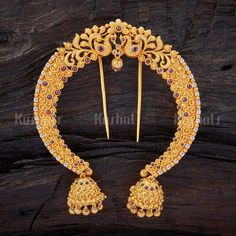 Buy Designer Hair Brooch For Women Online- Kushal's Fashion Jewellery Pearl Necklace Designs, Jewelry Design Earrings, Hair Jewelry, Fashion Jewelry, Gold Jewelry, Tikka Jewelry, Temple Jewellery, Antique Jewellery, Gold Fashion