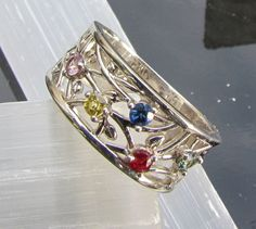 Five Stone white gold Family Ring but need 4 stones only, this type of style