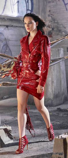 Daisy Ridley - Femme Fatale In Red Daisy Ridley Sexy, Great Legs, Schneider, Famous Women, Beautiful Legs, Beautiful Women, Beautiful Celebrities, Stilettos, High Heels