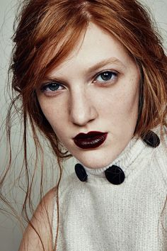 After a summer of dewy skin and glossy brights, settling into fall beauty looks is like curling up under a warm blanket. There's something about the matte textures, dark colors, and breezy, undone hairstyles that makes us feel all warm and fuzzy inside — and this season's trends take that feeling and turn it way up