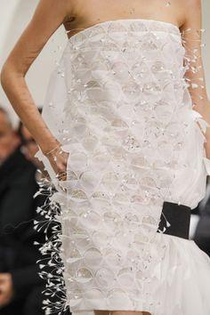 Les détails du défilé Christian Dior haute couture printemps-été 2014