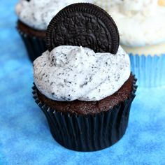 Recipe for Cookies and Cream Frosting to top cake or cupcakes. Photographs included.