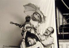 Jim Hanson and Frank Oz w/ Kermit and Miss Piggy Pictures of Behind the Scenes with the Muppets, Kermit And Miss Piggy, Kermit The Frog, Jim Henson, The Muppet Movie, Die Muppets, Frank Oz, Fraggle Rock, Big Bird, Scene Photo