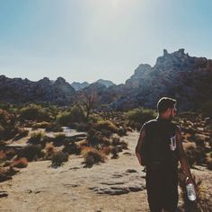 Wandering in 40 something celsius in #joshuatreenationalpark #JoshuaTree #California #traveling #roadtrip #hittheroad #wanderinglovers #wanderlust #cali #burninghot #sun #sunny #desert #bloglife #travelblog #blogging #vsco #vscocam #desert by wanderinglovers